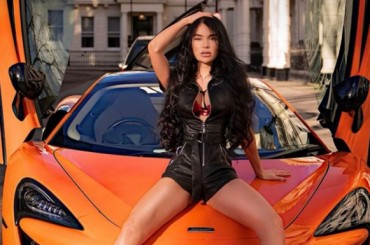 Cars and women: the perfect combination for a wonderful shooting