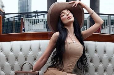 Natural look for Sara Taheri
